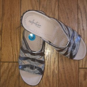 NWT leather metallic Clark's mules